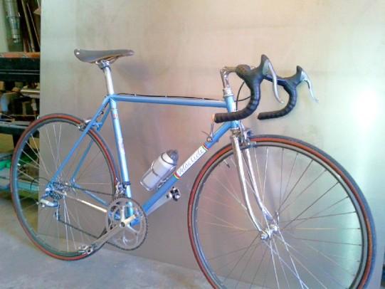 Una bicicletta da corsa d'inizio anni '80. A quell'epoca l'acciaio la faceva ancora da padrone nella costruzione dei telai.