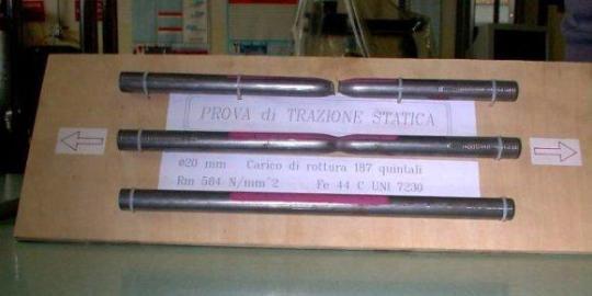 Provini per determinare la resistenza a trazione di vari tipologie di acciai (fonte Wikipedia)
