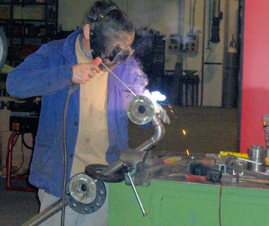 Trovare in giro per il mondo un saldatore che sappia riparare l'acciaio è più facile di quanto s'immagini.